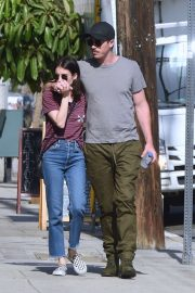Emma Roberts - Seen out for lunch with Garrett Hedlund in Los Angeles