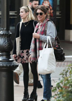 Emma Roberts - Shopping with her mom Kelly Cunningham in Los Angeles