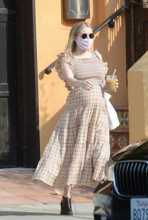Emma Roberts - Shows her baby bump in Los Angeles