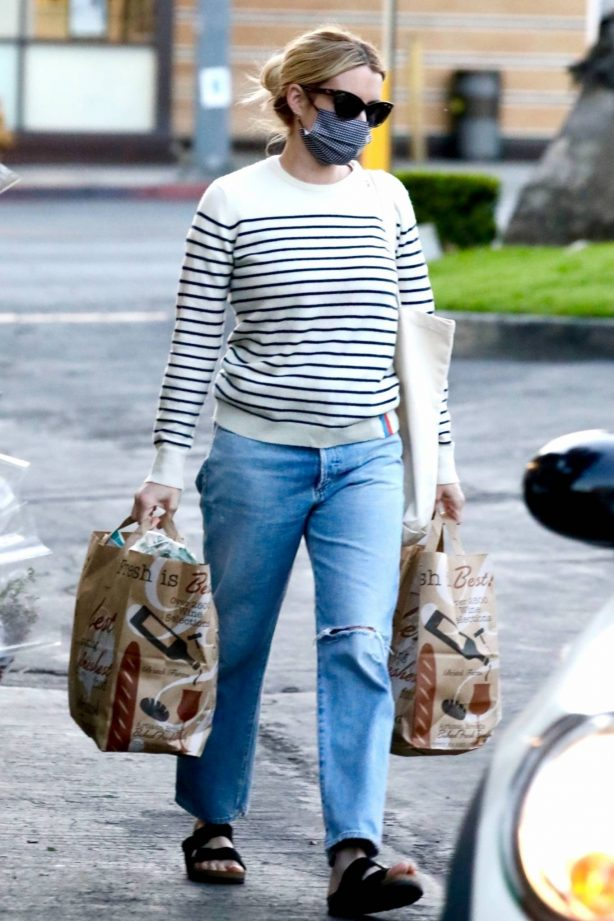 Emma Roberts - Shows her incredible post-baby weight loss while out in Beverly Hills