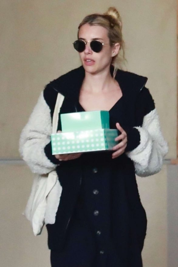 Emma Roberts - Stop to pick up some cup cakes in Los Angeles