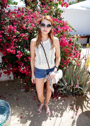Emma Roberts - The Retreat Palm Springs at Coachella in Indio