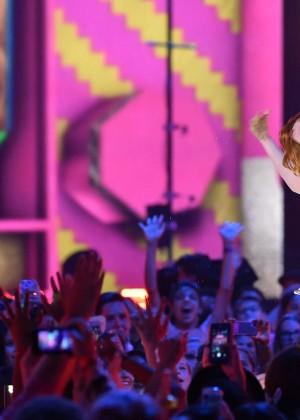 Emma Stone: 2015 Nickelodeon Kids Choice Awards -13
