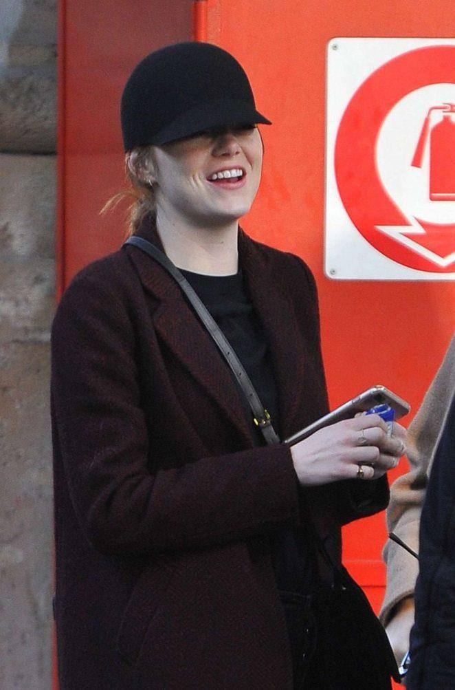 Emma Stone – Arrives at Gare du Nord in Paris
