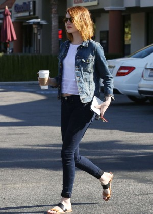 Emma Stone in Tight Jeans -08