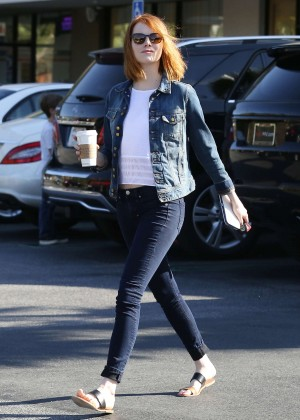 Emma Stone in Tight Jeans - Gets coffee in Brentwood