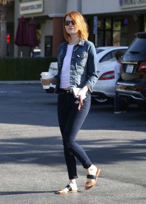 Emma Stone in Tight Jeans -11