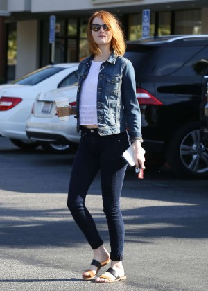 Emma Stone in Tight Jeans -14
