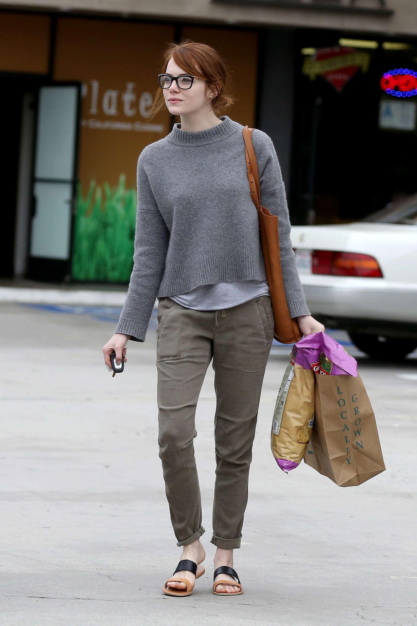 Emma-Stone:-Grocery-Shopping--22.jpg