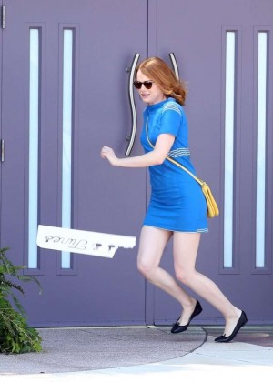 Emma Stone in Bkue Dress on La La Land -06