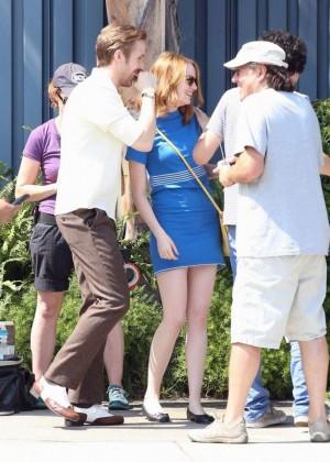 Emma Stone in Bkue Dress on La La Land -10