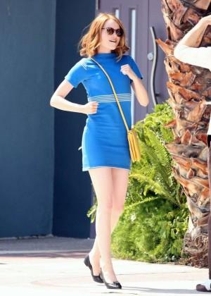 Emma Stone in Bkue Dress on La La Land -11
