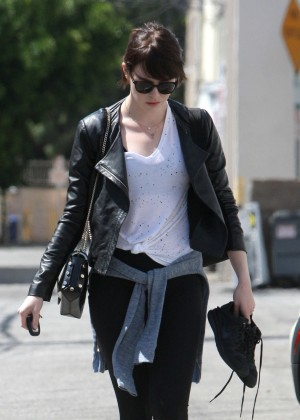Emma Stone - Leaves Rise Movement gym in West Hollywood