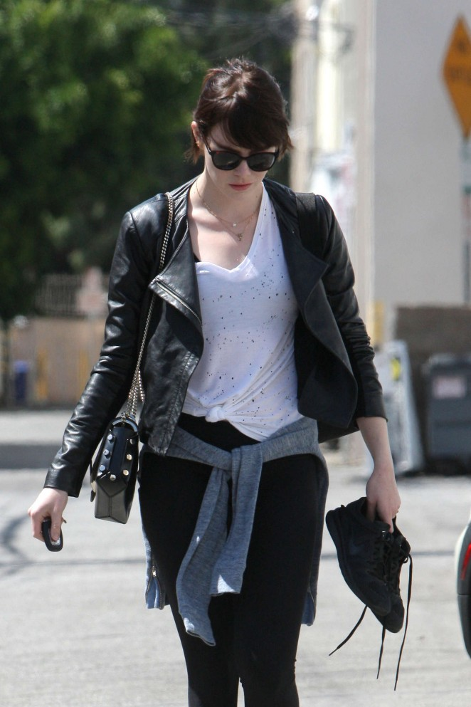 Emma Stone – Leaves Rise Movement gym in West Hollywood