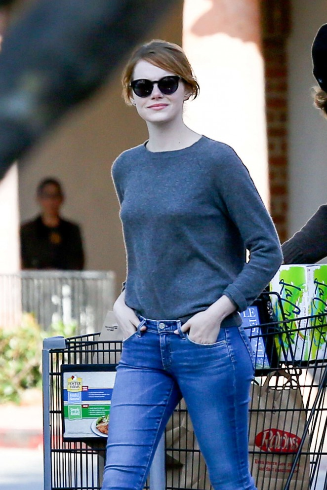 Emma Stone - Leaving Ralphs in Malibu