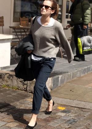Emma Watson in jeans -02