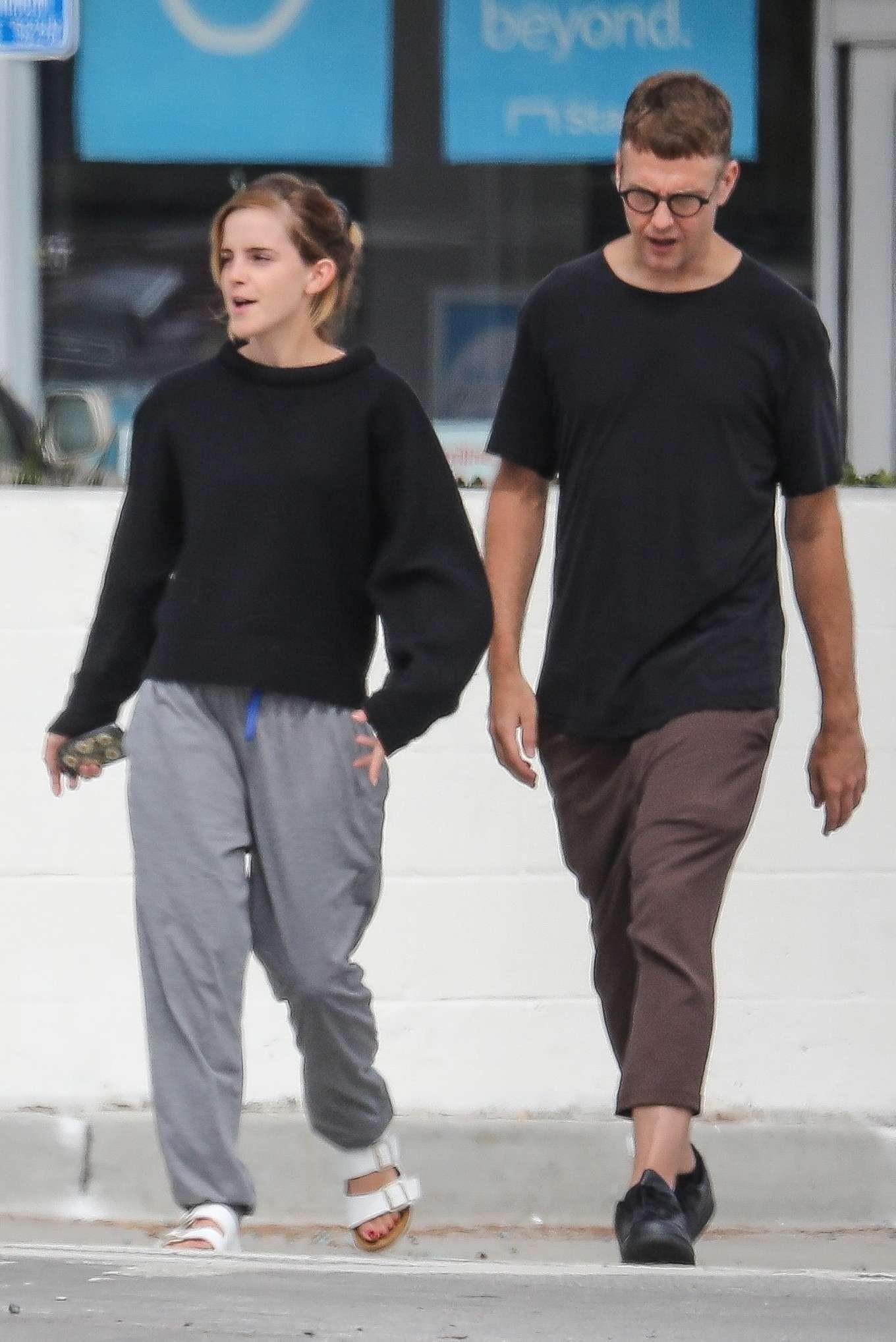 Emma Watson 2019 : Emma Watson – Seen with a friend at Superba Cafe in Venice-07