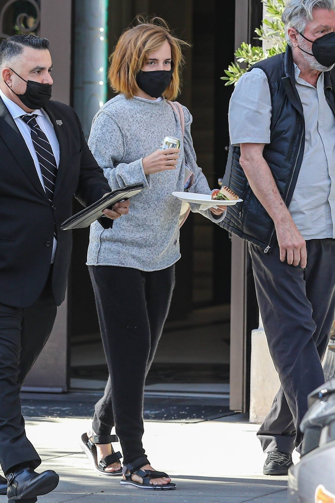 Emma Watson 2021 : Emma Watson – Spotted while leaving a visit to a Beverly Hills tailor-10