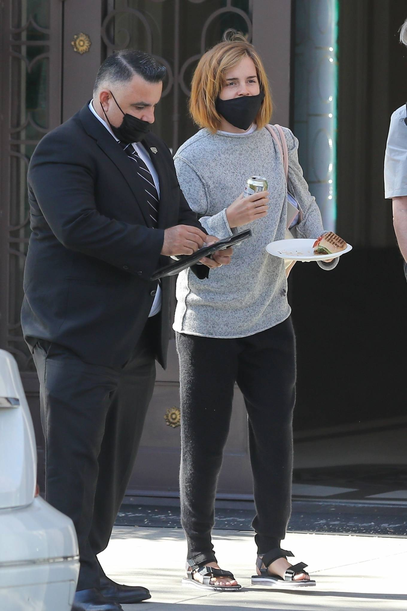 Emma Watson 2021 : Emma Watson – Spotted while leaving a visit to a Beverly Hills tailor-18