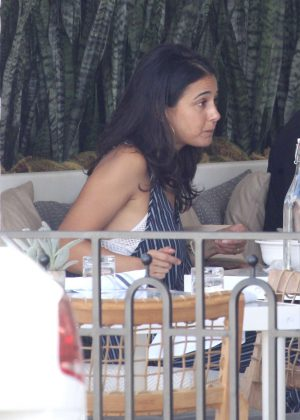 Emmanuelle Chriqui - Having a meal with a friend in Beverly Hills
