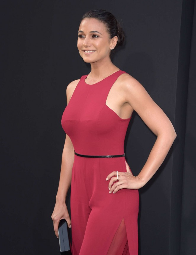 Emmanuelle Chriqui - 'San Andreas' Premiere in Hollywood