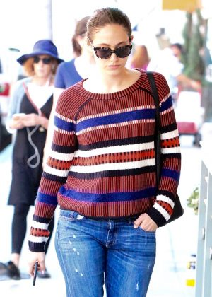 Emmy Rossum in Jeans Picking up Lunch in Beverly Hills