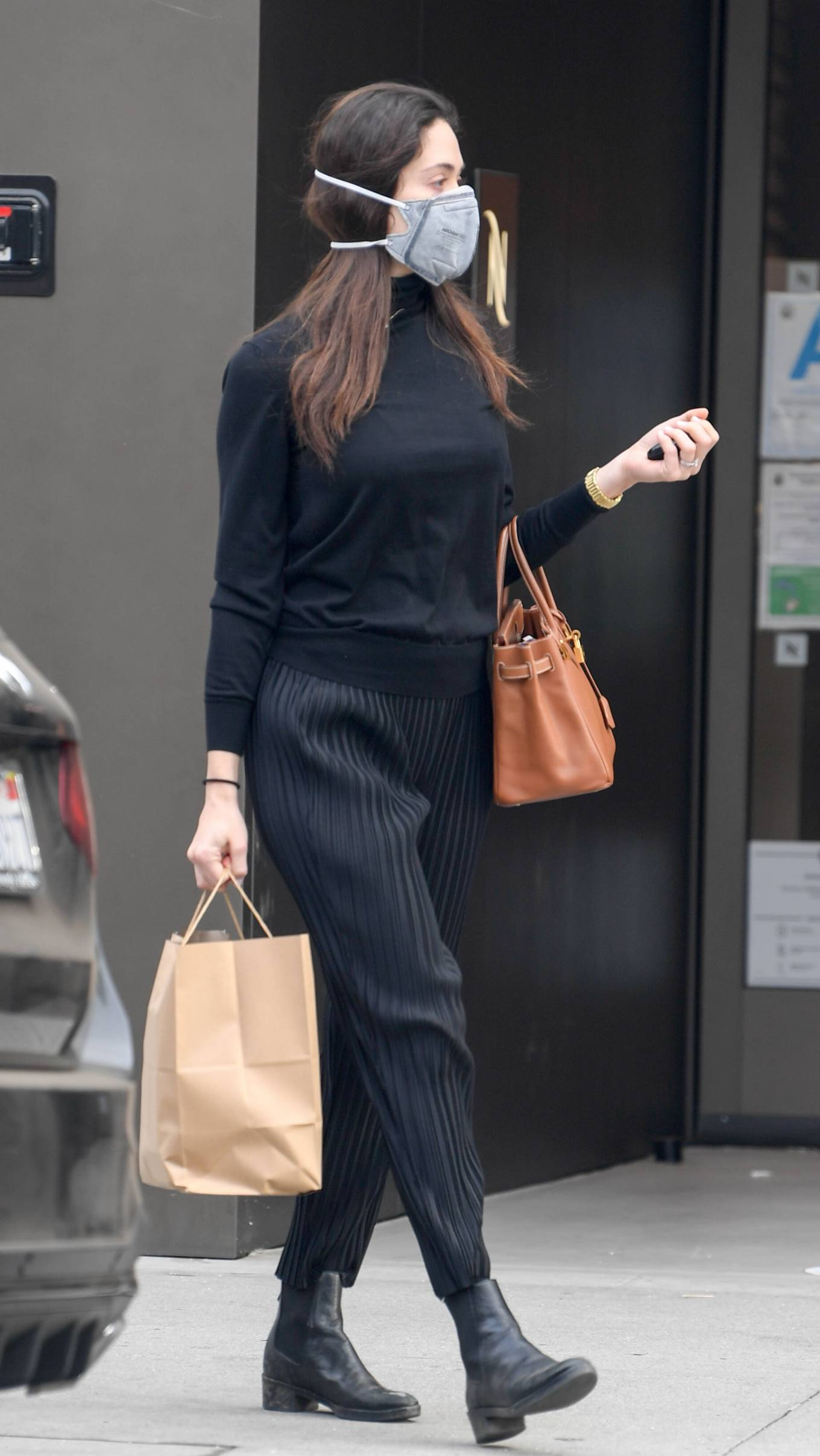 Emmy Rossum 2020 : Emmy Rossum – Spotted outside Nate n Als in Beverly Hills -09