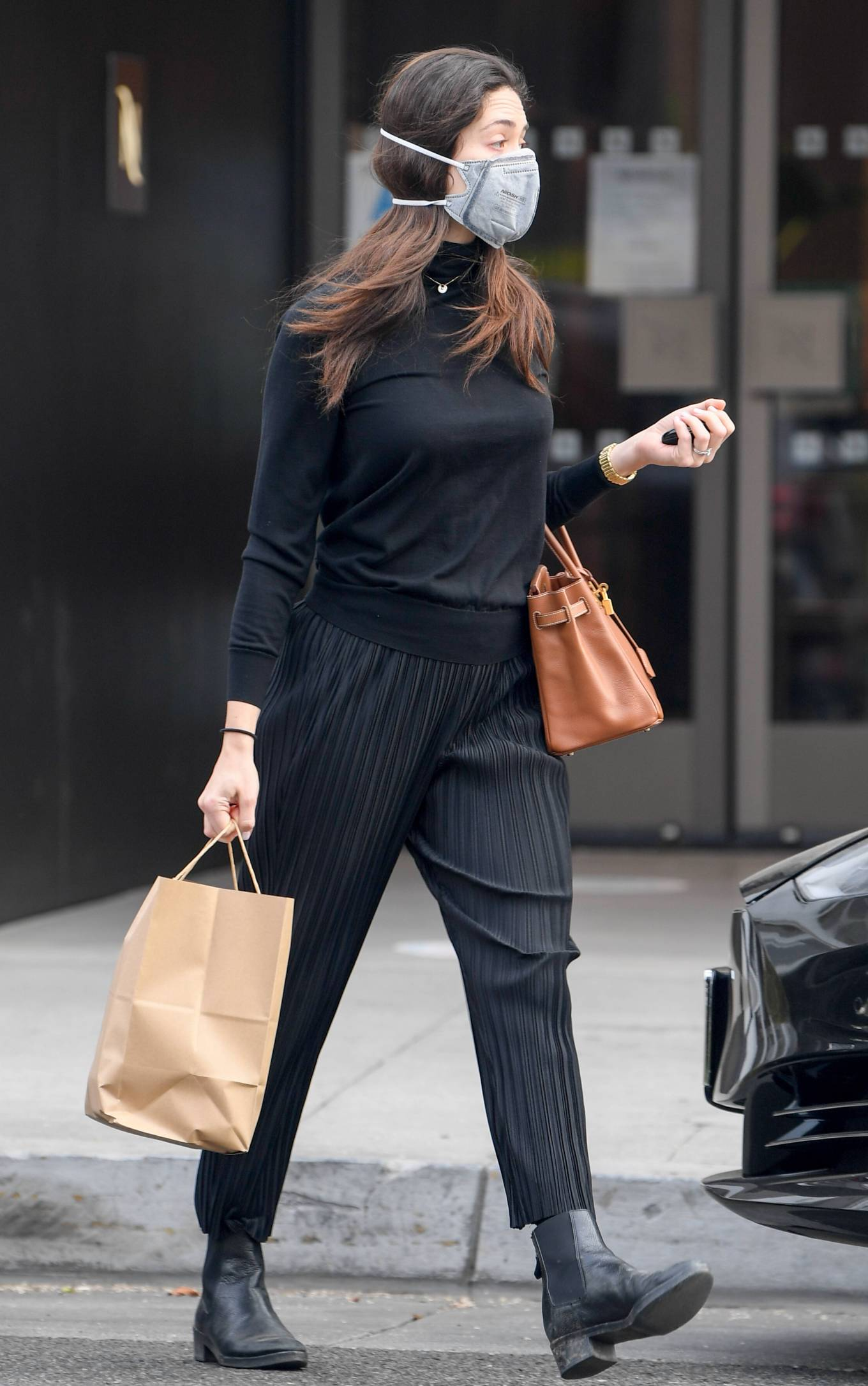 Emmy Rossum 2020 : Emmy Rossum – Spotted outside Nate n Als in Beverly Hills -13