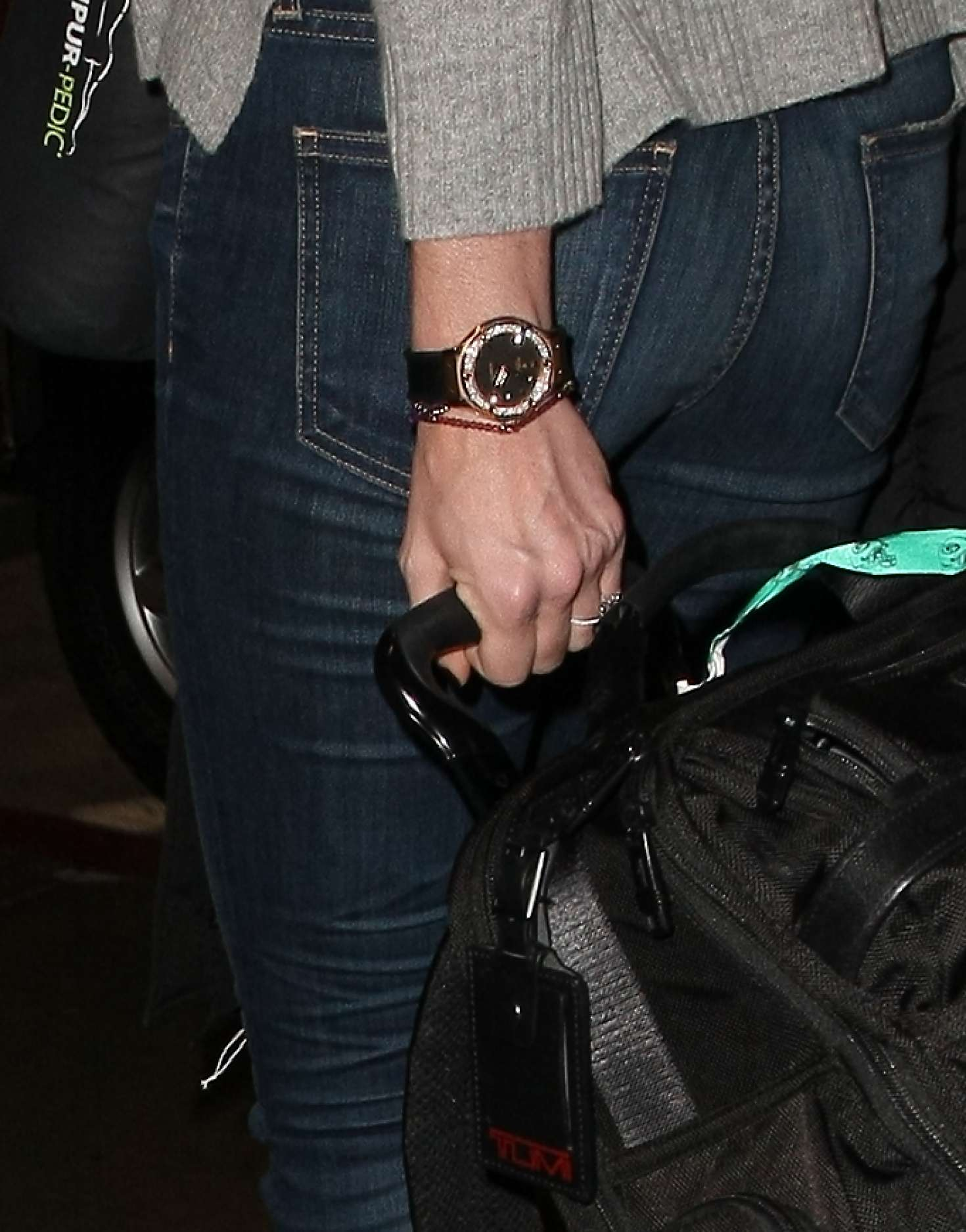 Erin Andrews – Arrives at LAX Airport in Los Angeles ...