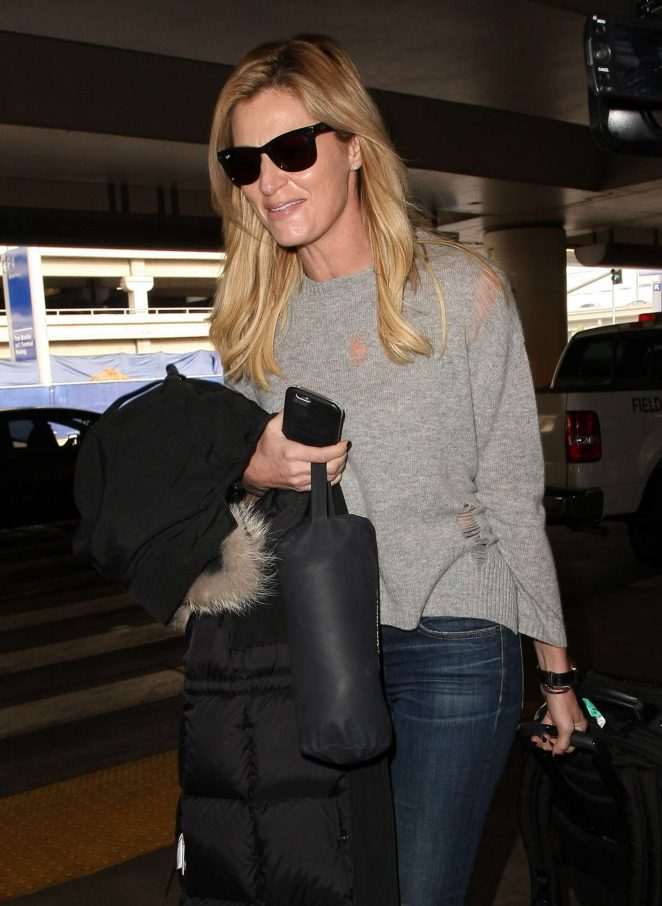 Erin Andrews - Arrives at LAX airport in Los Angeles
