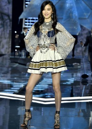 Estelle Chen - 2017 Victoria's Secret Fashion Show Runway in Shanghai