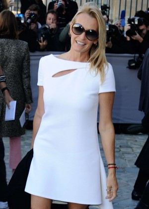 Estelle Lefebure - Christian Dior Show in Paris