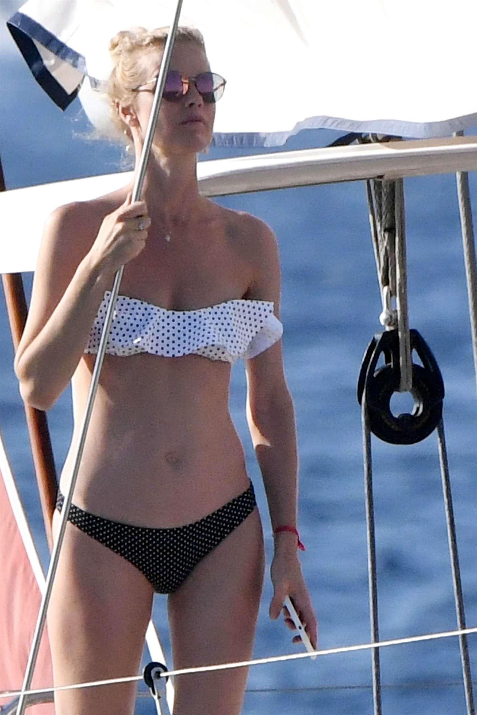 Eva herzigova in bikini porto rotondo italy