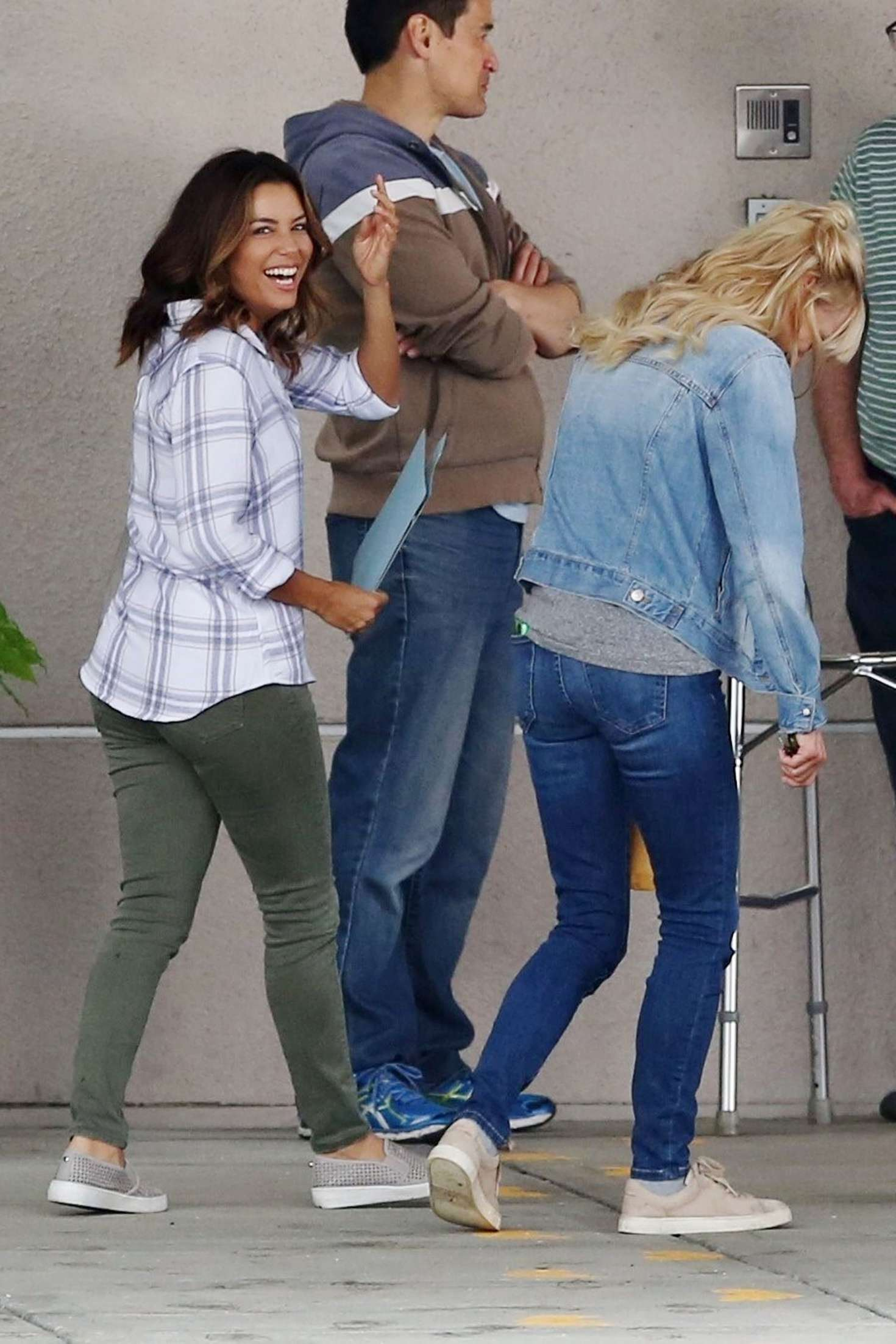 Watch Eva longoria anna faris overboard set in vancouver canada video