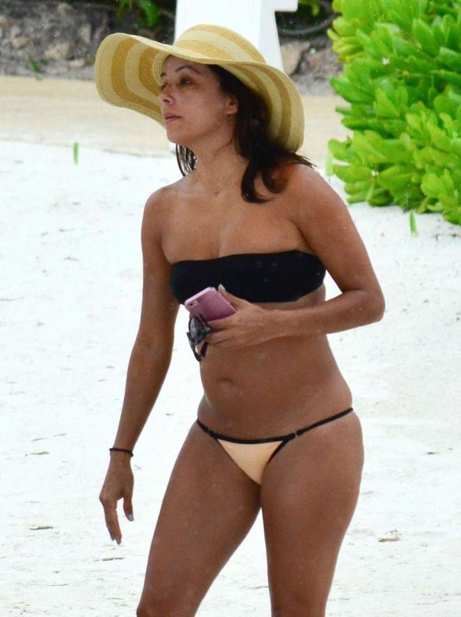 Eva Longoria in Bikini on the beach in Cancun