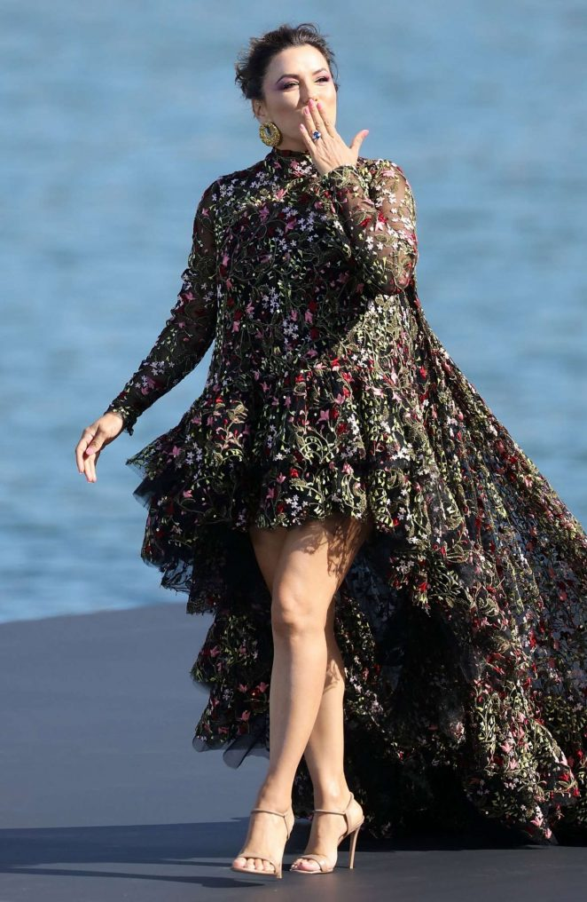 Eva Longoria - L'Oreal Runway Show in Paris