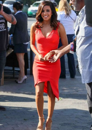 Eva Longoria on the set of Extra in Universal City