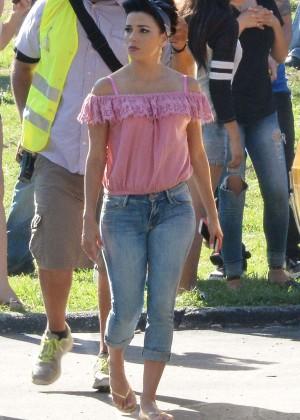 Eva Longoria in Jeans on Lowriders set -04