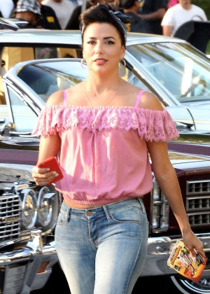 Eva Longoria in Jeans on Lowriders set -06