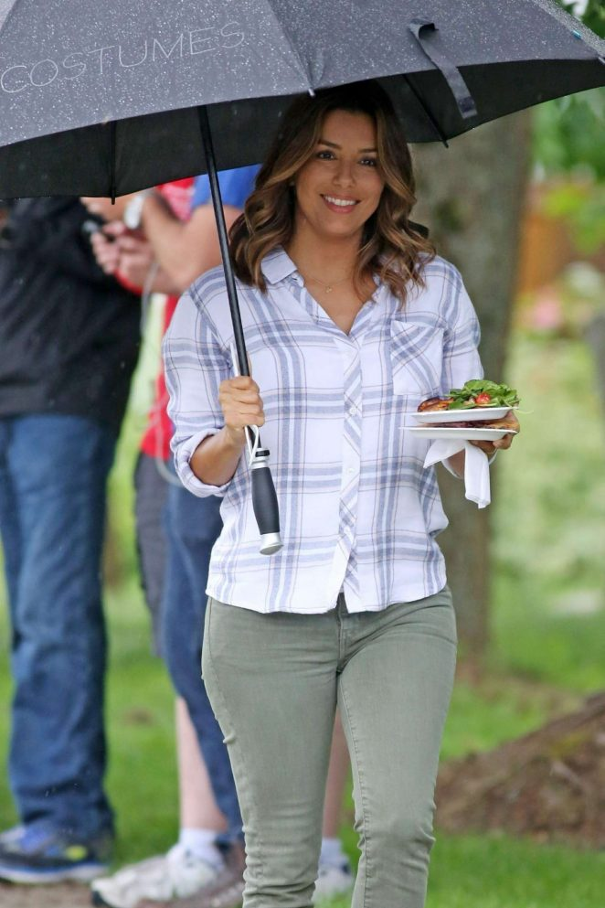 Eva Longoria on the set of 'Overboard' in Vancouver