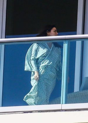 Eva Longoria - Relax on her balcony in Miami