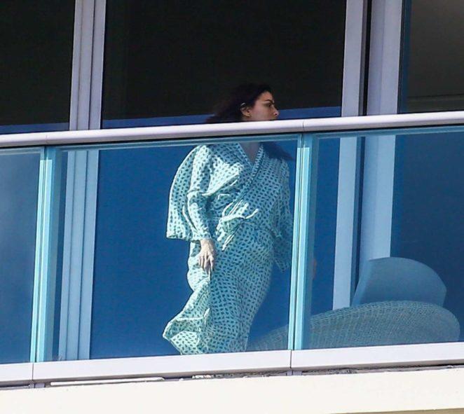 Eva Longoria - Relax on her balcony in Miami