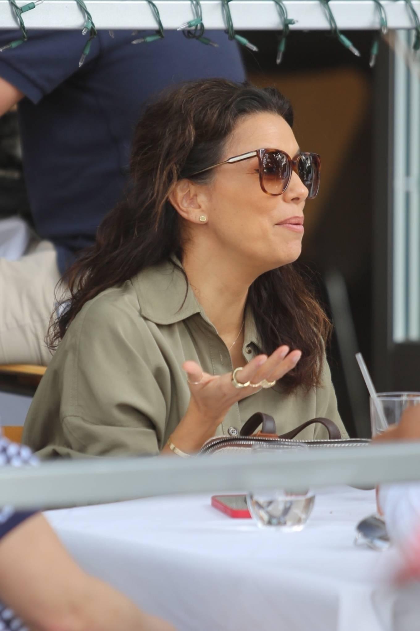 Eva Longoria - Seen while dining with Amaury Nolasco in Beverliy Hills