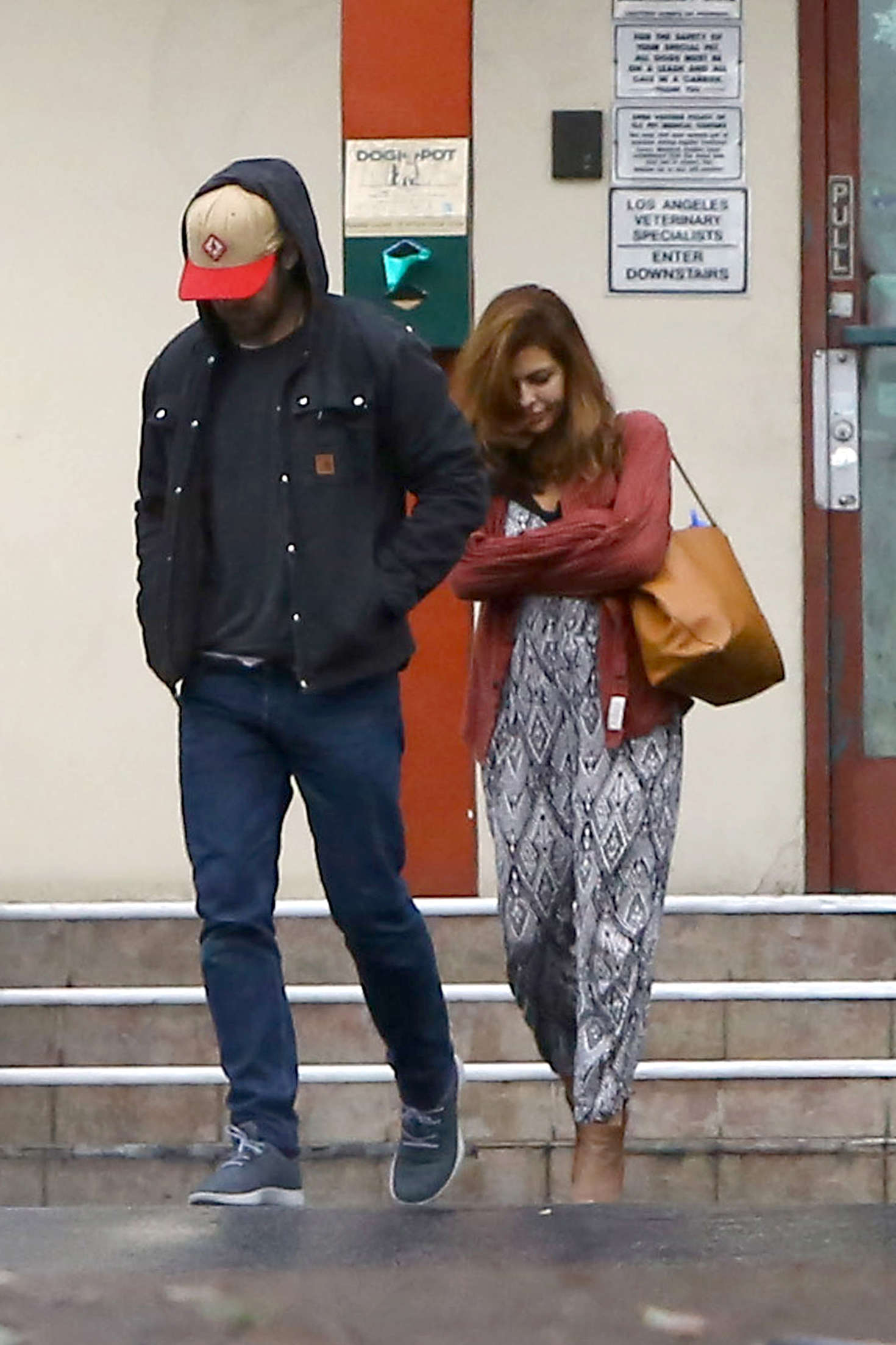Eva Mendes and Ryan Gosling at the Animal Hospital in Los Angeles