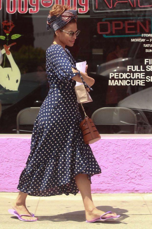 Eva Mendes in Long Polka Dot Dress -02