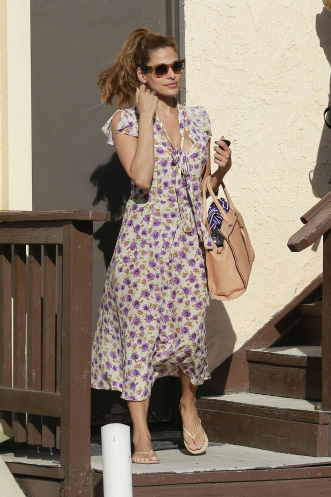 Eva Mendes: Leaving a salon -15