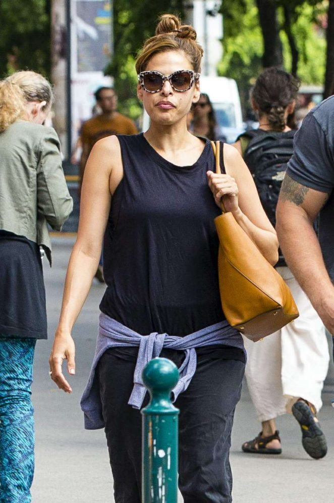 Eva Mendes out in Budapest