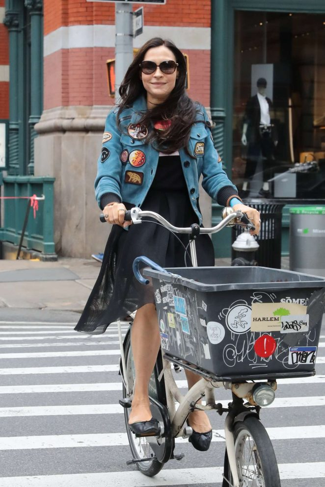 Famke Janssen - Riding a cargo bike in New York