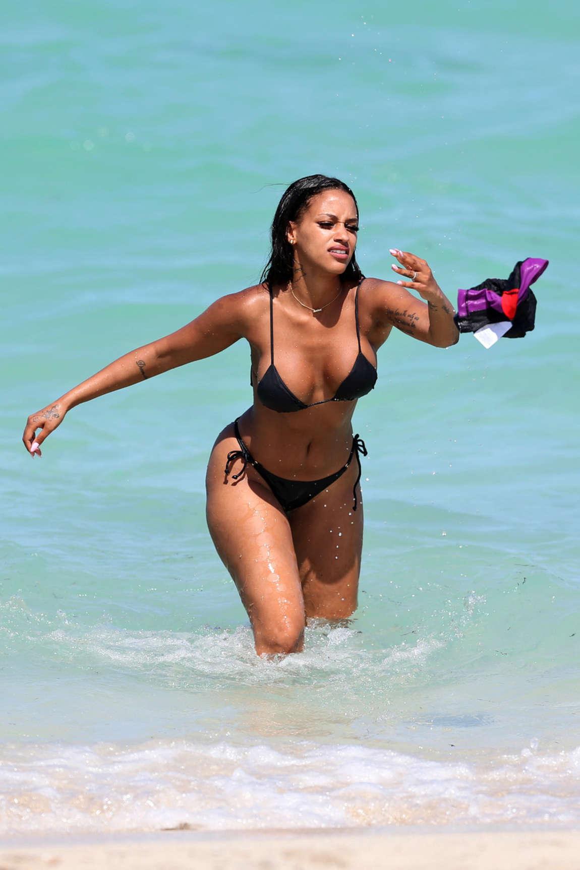 2a4c9ba805f20 Fanny Robert Neguesha – Bikini Candids in Miami (adds)