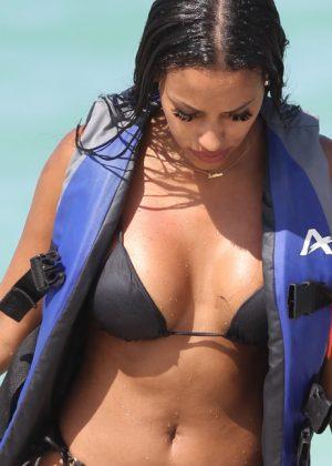 Fanny Robert Neguesha: Bikini 2016 in Miami-02